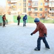 В Омске к зиме готовят катки и хоккейные коробки